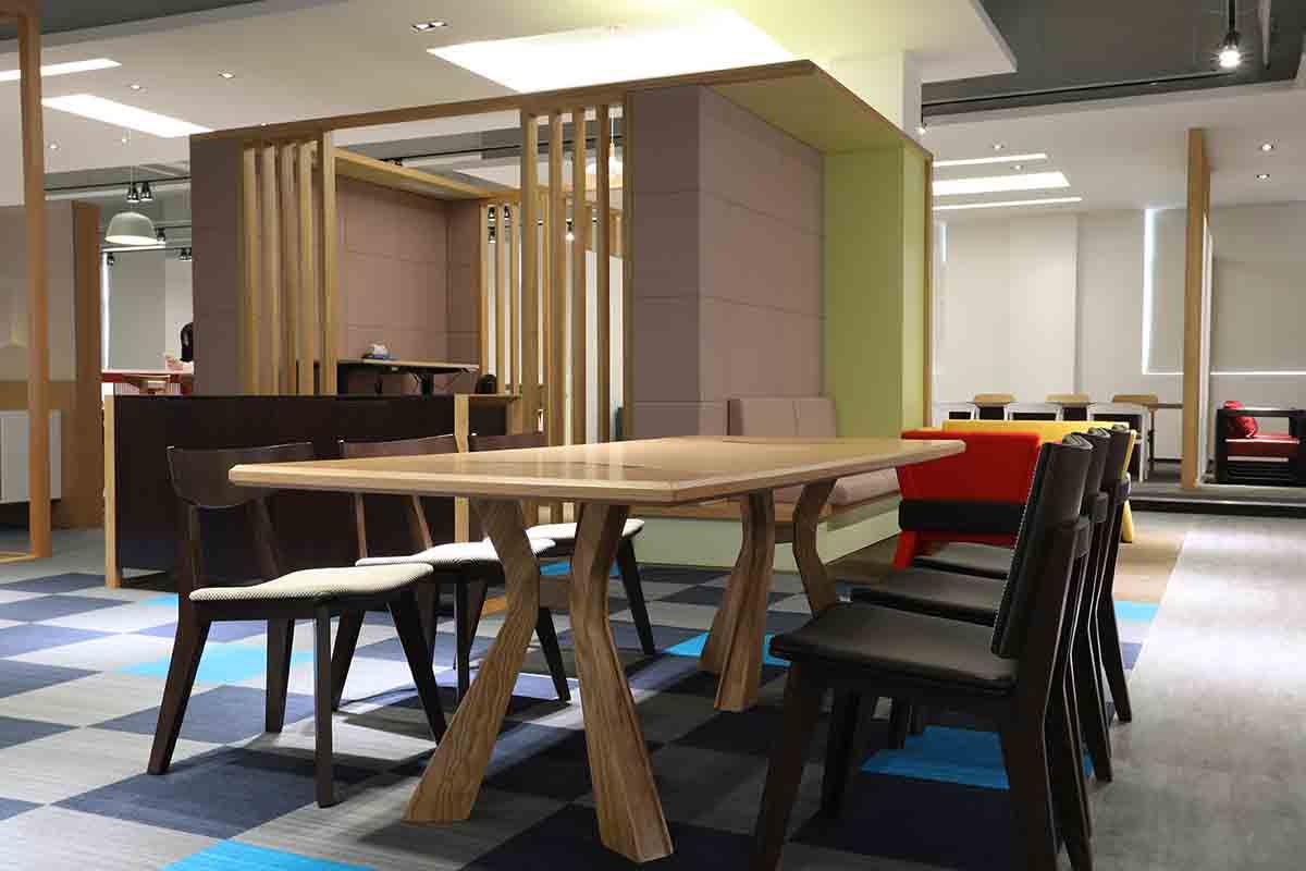 玛拉蒂亚特兰斯实木会议桌
