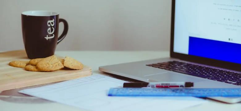 如何巧妙的装饰自己的办公桌?