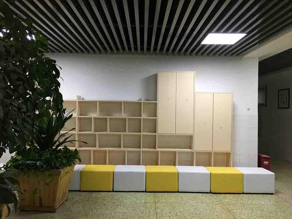 郑州五中搭配高端办公家具空间更有朝气